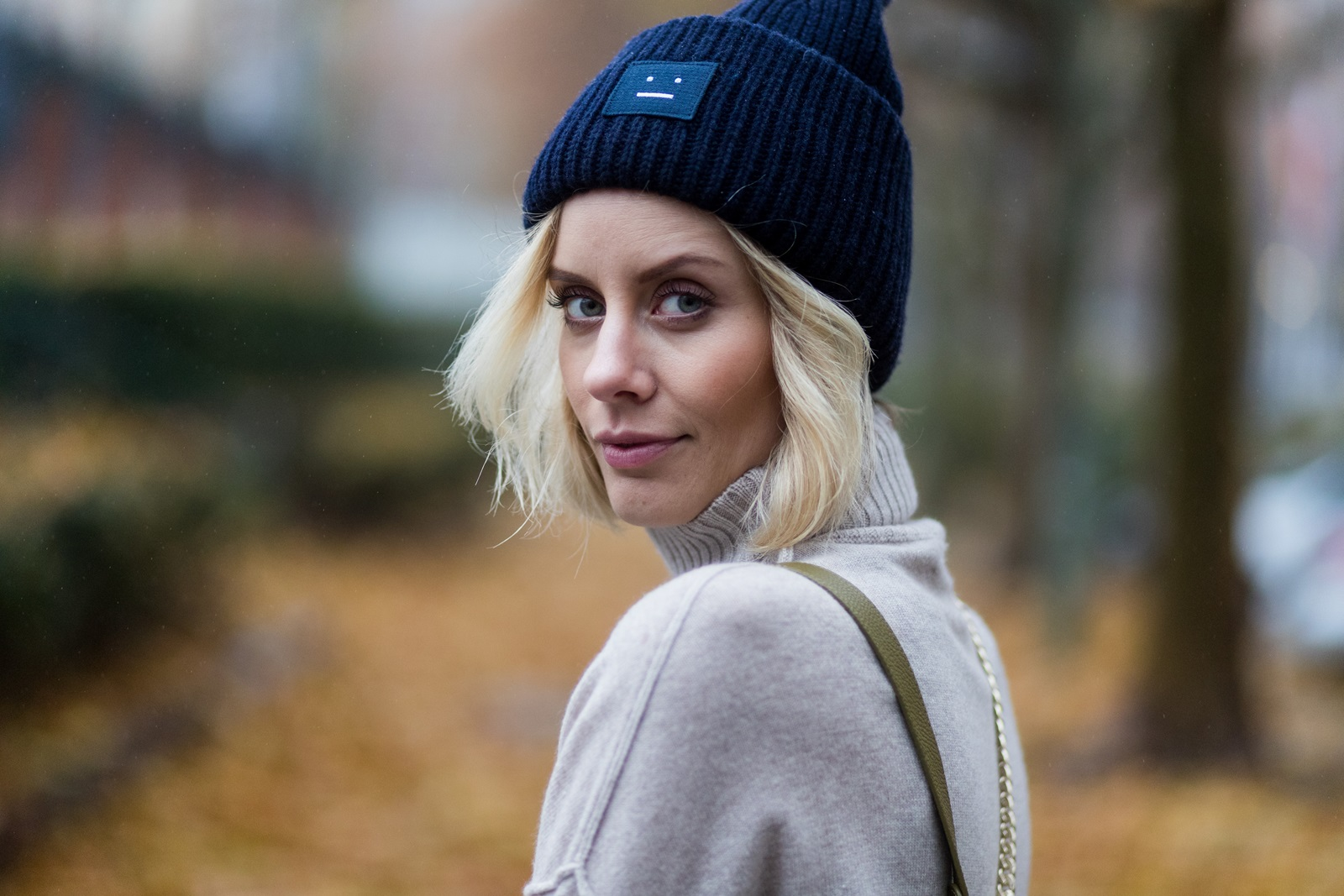 BERLIN, GERMANY - NOVEMBER 16: Lisa Hahnbueck (@lisarvd) wearing Allude Cashmere Turtle Neck Beige Melange, navy Acne Studios Pansy Beanie Hat on November 16, 2016 in Berlin, Germany. (Photo by Christian Vierig/Getty Images) *** Local Caption *** Lisa Hahnbueck