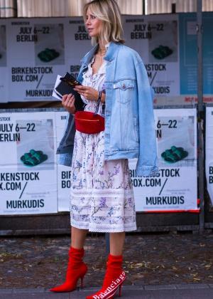 chanel vintage belt bag lisa hahnbück fashionblogger