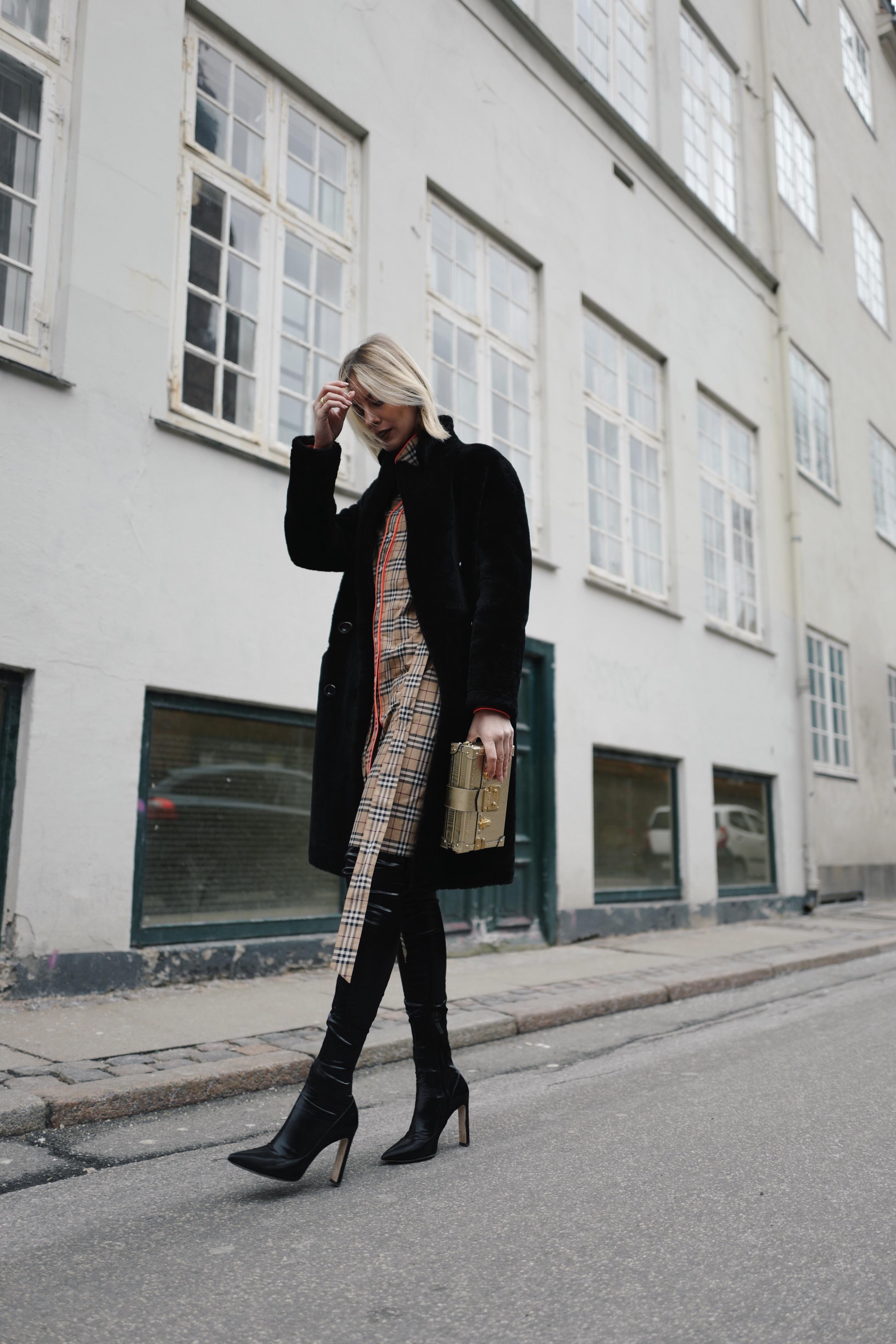 63b0c888a852 Burberry shirt dress - all time classic - Lisa Hahnbück - Fashion ...