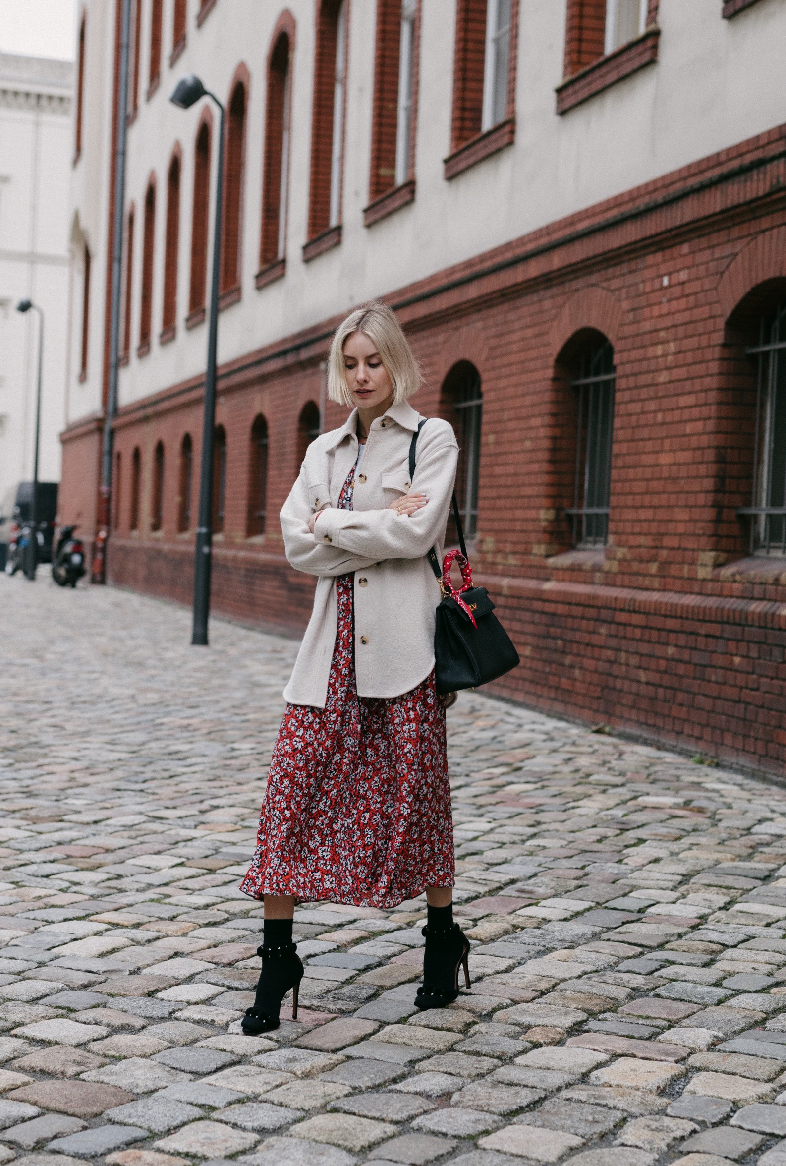 floral dresses in winter lisa hahnbueck fashion blogger